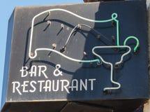 Vieux signe de barre et de restaurant Images libres de droits