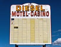 Vieux signe de route de désert Photographie stock libre de droits