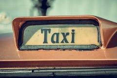 Vieux signe de taxi image libre de droits