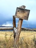 Vieux signe occidental de poteau Photographie stock