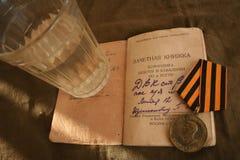 Vieux soldat de vacances à la maison photos libres de droits