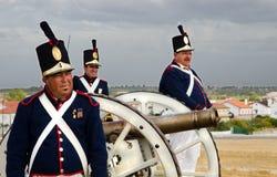 Vieux soldats de canon et d'artillerie photographie stock libre de droits