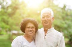 Vieux sourire asiatique heureux de couples Photo libre de droits
