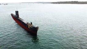 Vieux sous-marin rouillé banque de vidéos