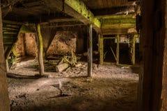 Vieux sous-sol dans un moulin abandonné Images libres de droits