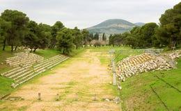 Vieux stade olympique dans la ville antique d'Epidaurus Image libre de droits