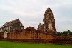 Vieux Stupa en Wat Phra Sri Rattana Mahathat Lopburi Thaïlande images stock