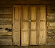 Vieux style thaïlandais de porte en bois Photos stock