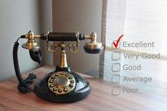 Vieux téléphone de vintage sur un bureau Photographie stock libre de droits