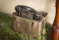 Vieux téléphone militaire de champ images libres de droits