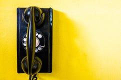 Vieux téléphone noir Photos stock