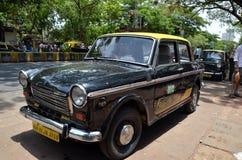 Vieux taxi de Mumbai Images stock