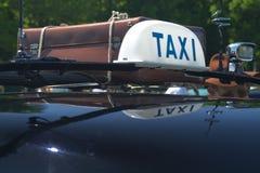 Vieux taxi noir Photographie stock