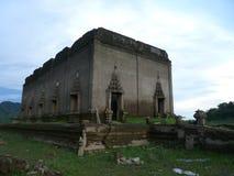 Vieux temple de la Thaïlande qui a submergé sous l'eau images stock