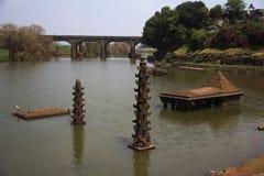 Vieux temple et deepmala, structure en pierre pour des lumières, à l'intérieur de rivière de Panchganga, Kolhapur, maharashtra photographie stock