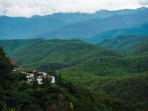 Vieux temple sur la colline Image libre de droits