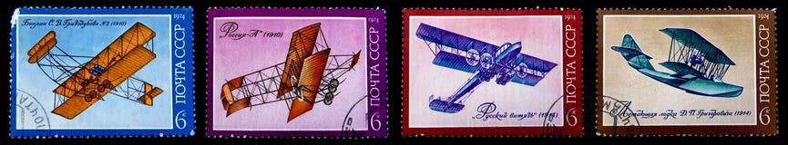 Vieux timbres-poste avec de vieux avions Photographie stock libre de droits