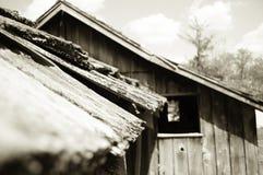 Vieux toit décalé en bois Image stock