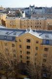 Vieux toits au centre de Pétersbourg Photographie stock libre de droits