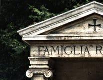 Vieux tombeau de chambre forte de famille Image libre de droits