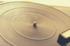Vieux tourne-disque poussiéreux Images stock