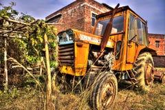 Vieux tracteur dans l'effet de HDR Image libre de droits
