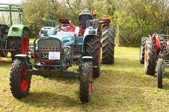 Vieux tracteur de bleu d'Eicher Images libres de droits
