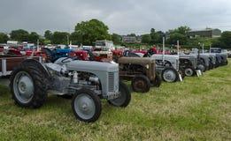 Vieux tracteurs à une exposition Photographie stock