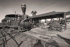 Vieux train dans la ville fantôme de gisement d'or Photographie stock libre de droits