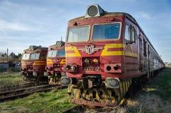 Vieux train dans une station Photos libres de droits