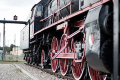 Vieux train dans une station de train Image libre de droits