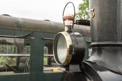 Vieux train de vapeur avec une grande lampe à pétrole Photos libres de droits