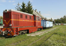 Vieux train diesel sur la gare provinciale Photographie stock libre de droits