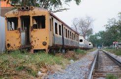 Vieux train local dans le chemin de fer latéral photographie stock libre de droits