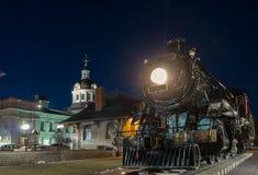 Vieux train, station et ville hôtel Photo stock