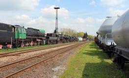 Vieux trains de vapeur et nouveau chariot Photographie stock libre de droits