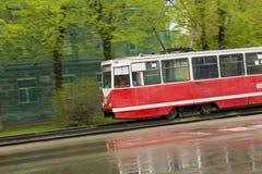 Vieux tram dans le mouvement photos stock