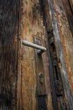 Vieux trappe et loquet en bois photos libres de droits