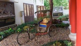 Vieux tricycle dans le musée public Photos libres de droits