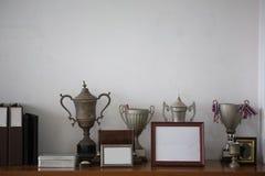 Vieux trophées argentés, Image stock