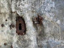 Vieux trou de la serrure rouillé image stock
