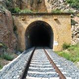 Vieux tunnel de train avec le chemin de fer Images libres de droits