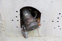 vieux tuyau de service d'huile avec la serrure dans le bâtiment historique des sud g image stock