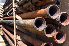 Vieux tuyau rouillé de gisement de pétrole Images stock