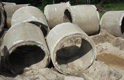 Vieux tuyaux concrets de drainage Image libre de droits