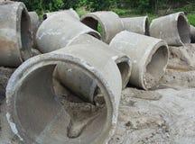 Vieux tuyaux concrets de drainage Photo libre de droits