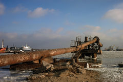 Vieux tuyaux dans le port Images libres de droits