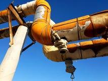 vieux tuyaux de canalisation de surface de chauffage dans l'appareil de chauffage Photo libre de droits