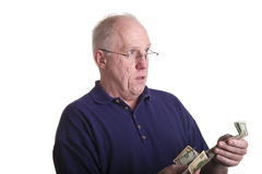 Vieux type comptant à l'extérieur l'argent Photo libre de droits