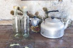 Vieille passoire en aluminium photo stock image 56317672 for Vieux ustensiles de cuisine